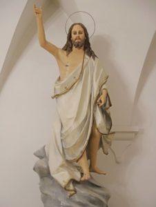 statue: cristo risorto